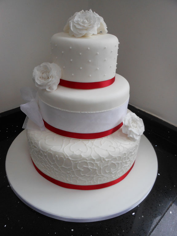 why is wedding cake tiered for goodness cake traditional tiered stacked wedding cakes 27472